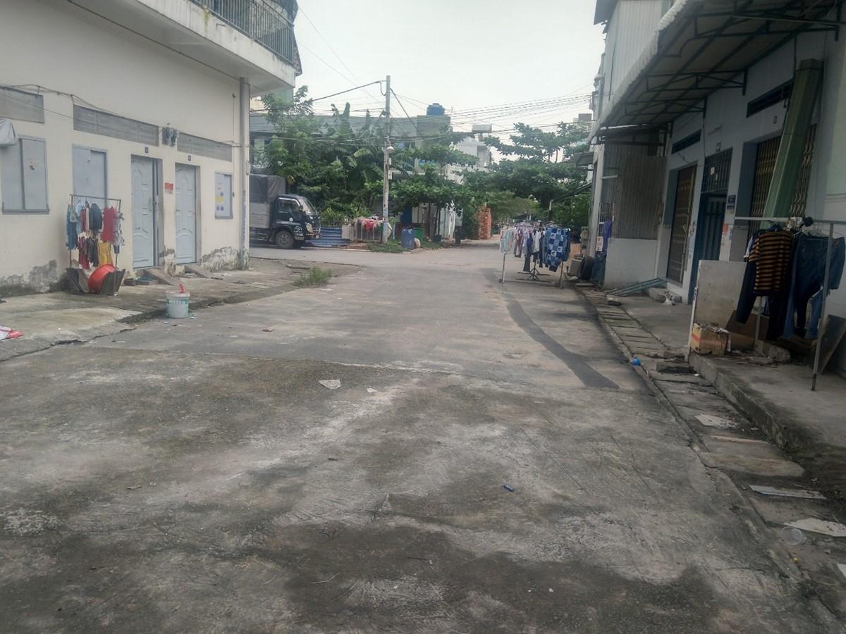 Cần bán nhà đường lê văn việt phường Tân Phú Quận 9