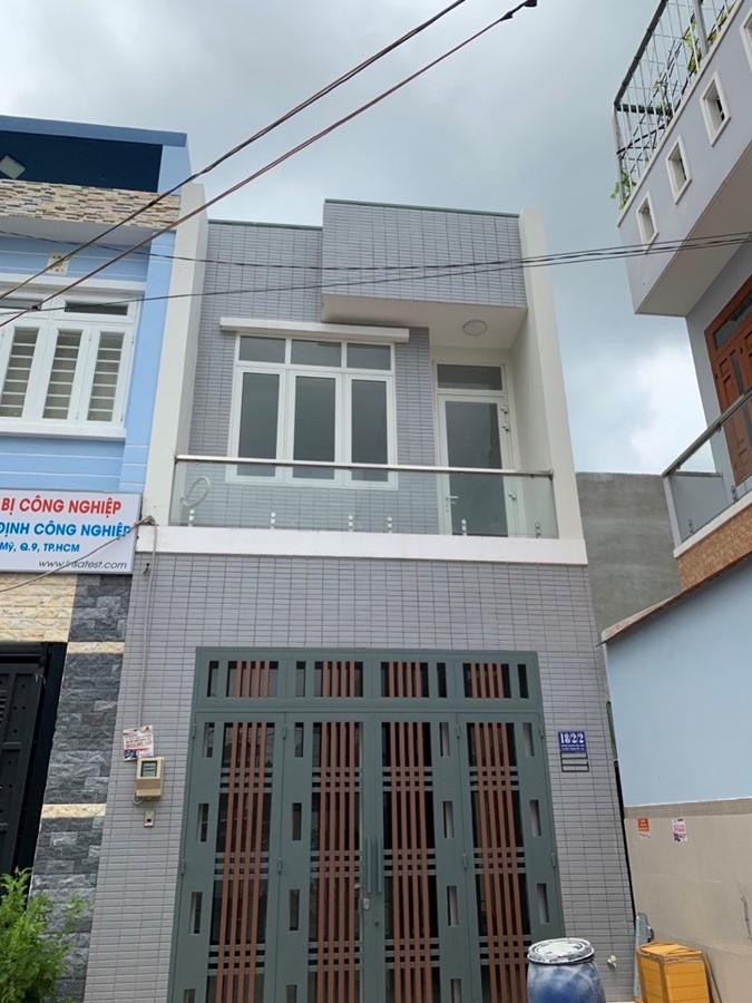 Nhà 1 trệt 1 lầu sân thượng sát MT Hoàng Hữu Nam